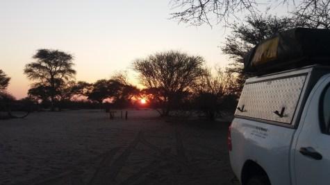 Soleil levant au campsite de Khumaga au bord de la rivière Boteti - Botswana