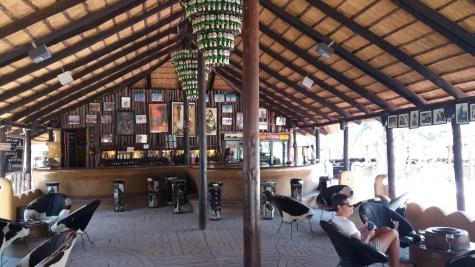 Le bar du campsite Planet Baobab - Botswana