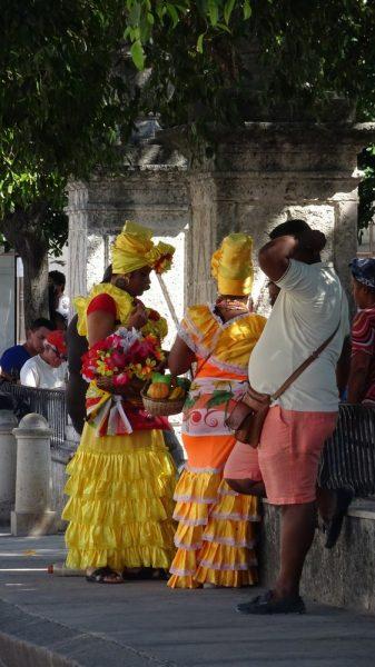 Cubaines en costume folklorique - La Havane (Cuba)