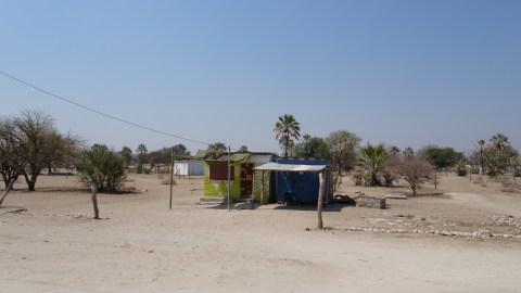 Village avant Maun depuis Shorobe - Botswana
