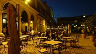 La Plaza Vieja de nuit - La Havane (Cuba)