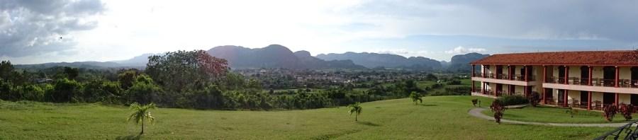 Vue sur la vallée de Vinales depuis l'hôtel La Ermita de Vinales (Cuba)