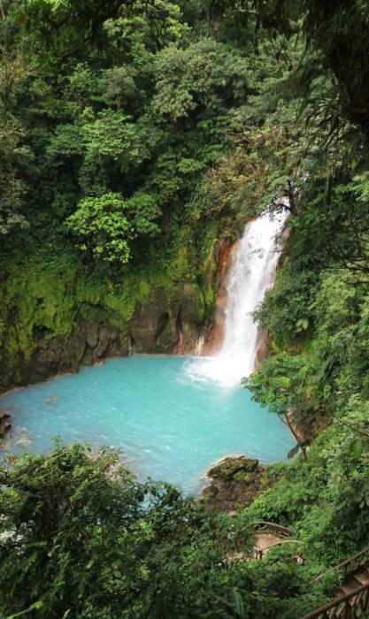 la cascade du Rio Celeste aux eaux turquoises - parc du volcan Tenorio (Costa Rica)