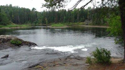 Au bord de la Serpent River - Ontario (Canada)