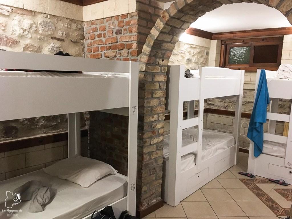 Chambre en dortoir dans une auberge de jeunesse dans mon article Pourquoi choisir une chambre en dortoir dans une auberge de jeunesse #dortoir #aubergedejeunesse #backpacker #voyage #petitbudget