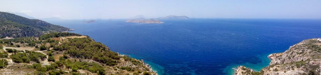 Vue depuis le château de Kastellos à Kritinia dans mon article Rhodes en Grèce : Petit guide pour savoir que faire à Rhodes et visiter #rhodes #ilesderhodes #rhodesengrece #grece #ile #chateau