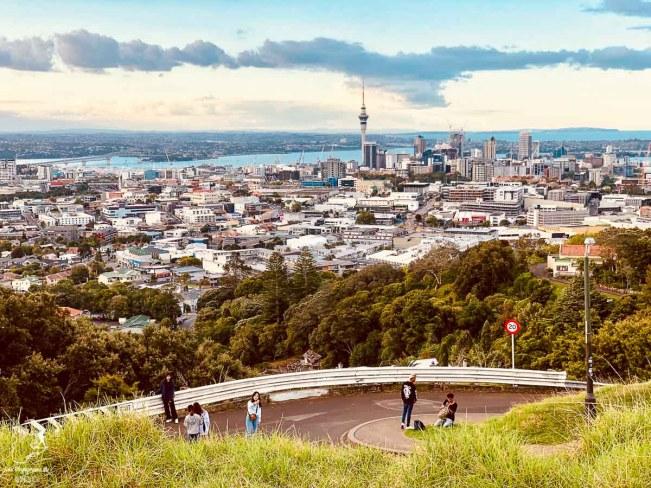 Le Mont Eden à Auckland dans notre article sur l'Île du Nord en Nouvelle-Zélande : Incontournables et itinéraire de mon road trip #nouvellezelande #oceanie #voyage #iledunord #roadtrip #auckland