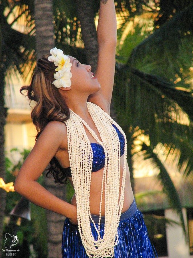 Spectacle de Hula sur la plage de Waikiki à Hawaii dans notre article Waikiki à Hawaii en 10 coups de coeur : destination plage et surf d'Oahu #waikiki #hawaii #oahu #voyage #surf #plage