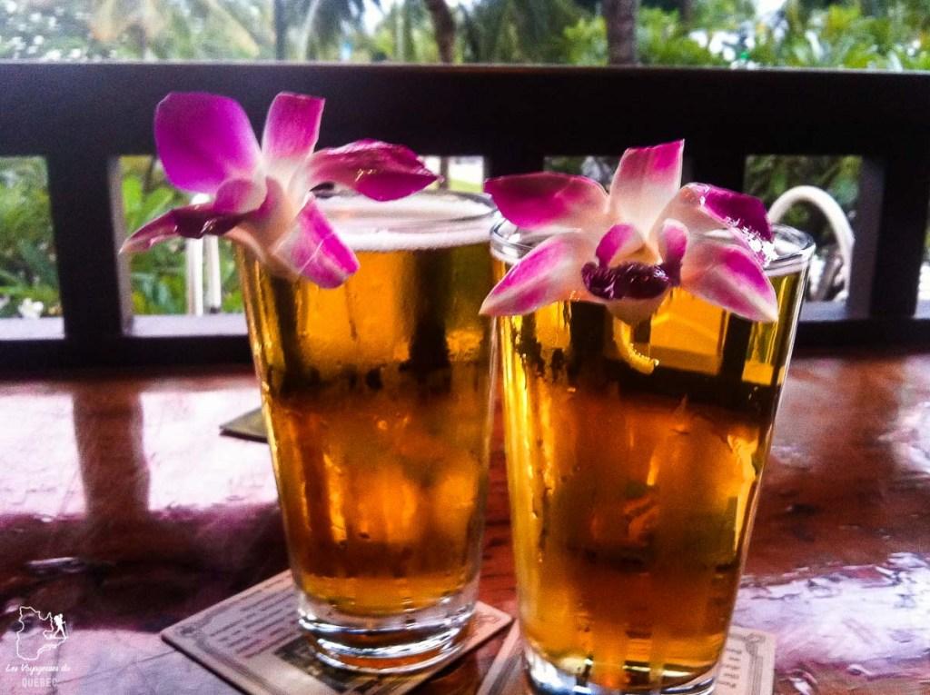 Le Lulu's mon resto-bar préféré donnant sur la plage de Waikiki dans notre article Waikiki à Hawaii en 10 coups de coeur : destination plage et surf d'Oahu #waikiki #hawaii #oahu #voyage #surf #plage
