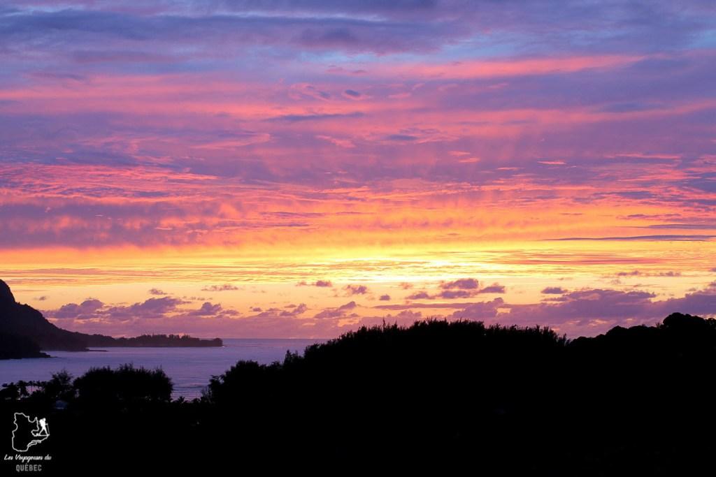 Coucher de soleil sur l'île de Kauai à Hawaii dans notre article sur Visiter Kauai à Hawaii : 12 incontournables à faire sur l'île de Kauai #kauai #hawaii #voyage #usa #ile #iledekauai #kauaihawaii