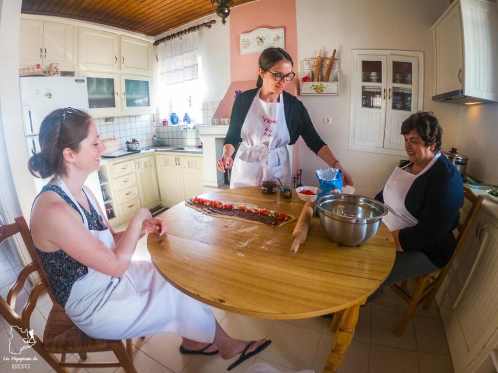 Cours de cuisine en Grèce dans notre article La cuisine grecque : 10 expériences culinaires à vivre en Grèce #grece #cuisine #cuisinegrecque #culinaire #experiencesculinaires #voyage #europe #nourriture