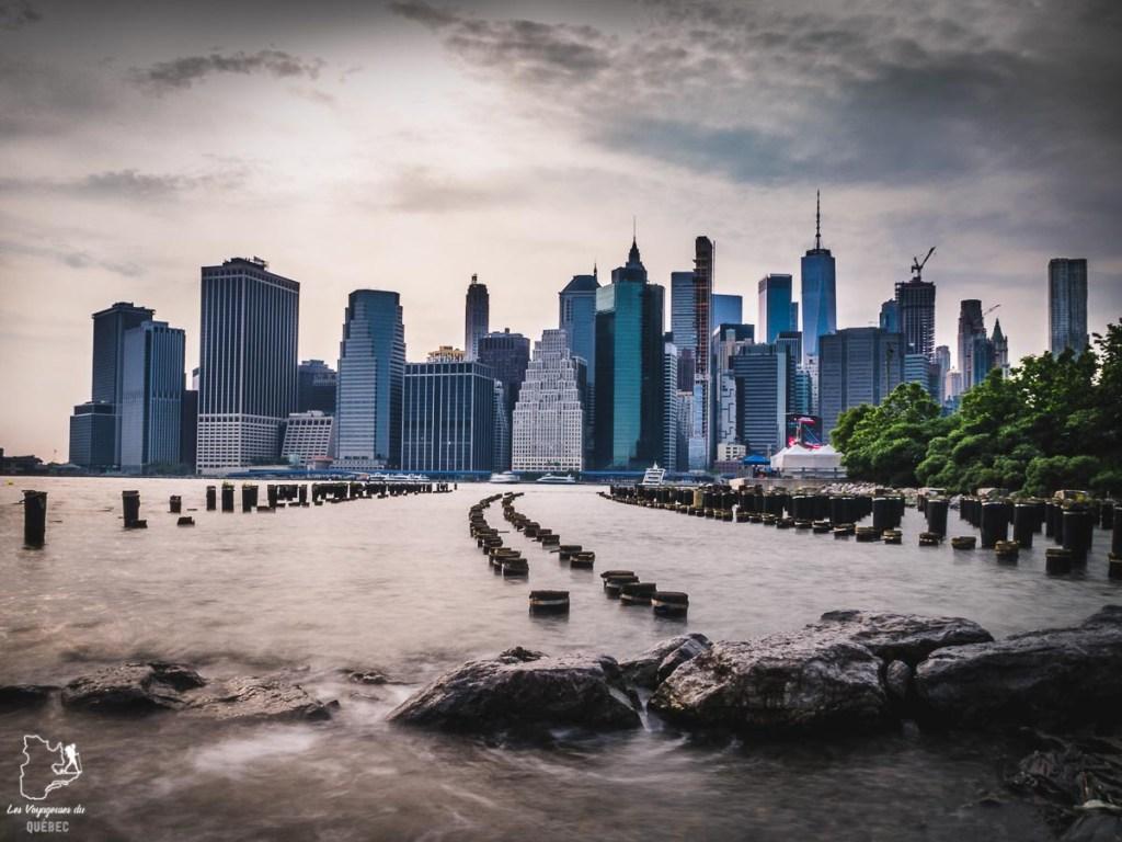 Vue panoramique de New York depuis le Brooklyn Bridge Park dans notre article Les meilleurs points de vue de New York et endroits pour photographier la ville #newyork #usa #etatsunis #vue #panoramique #pointsdevue