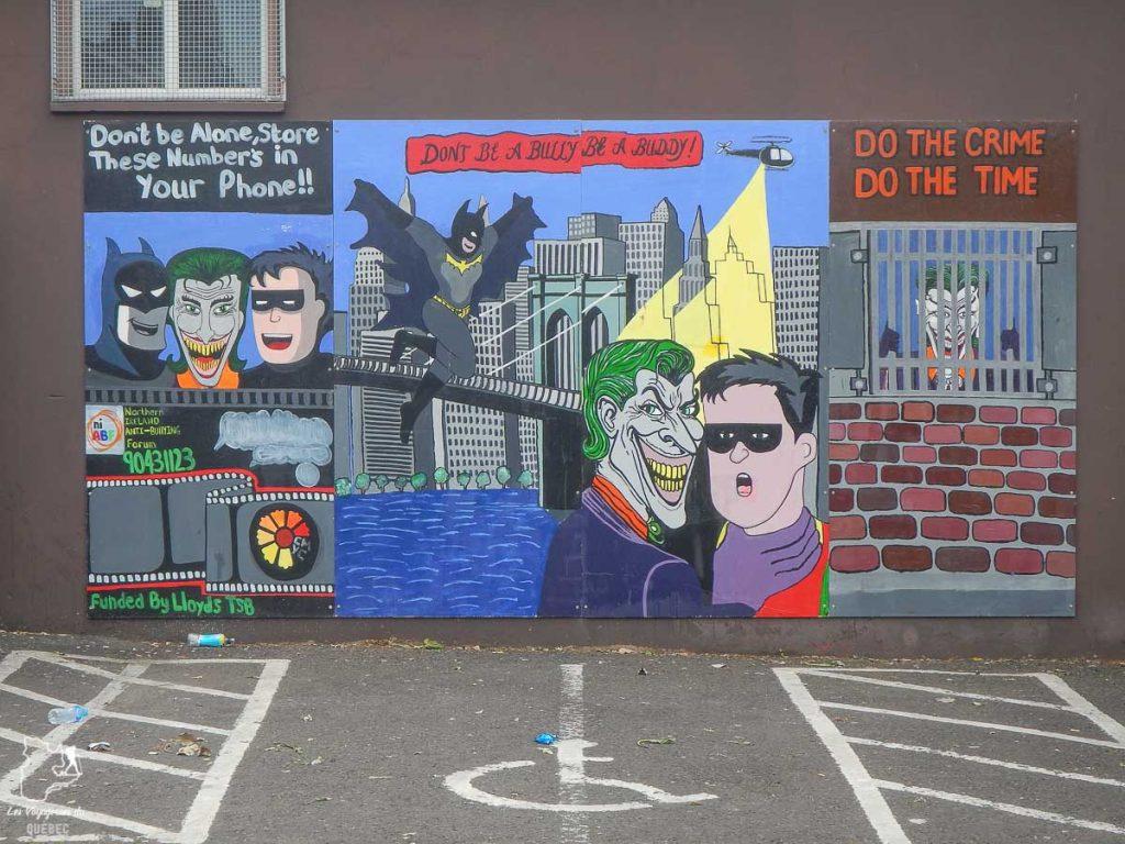 Murale éducative de Belfast en Irlande du Nord dans notre article Visiter Belfast en Irlande du Nord : que faire à Belfast, un musée à ciel ouvert #belfast #irlandedunord #royaumeunis #voyage #citytrip #europe