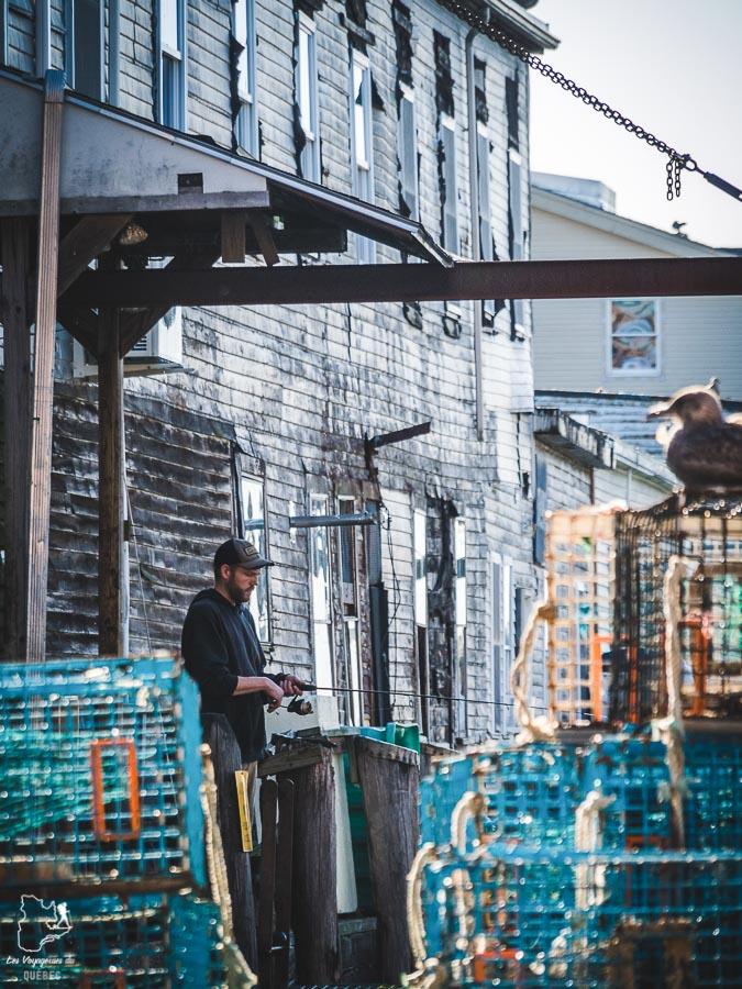 Pêcheur au Working Waterfront, incontournable sur la liste de quoi faire à Portland dans notre article Visiter Portland : Quoi faire à Portland dans le Maine pour un weekend gourmand #Portland #Maine #USA #voyage #foodtour