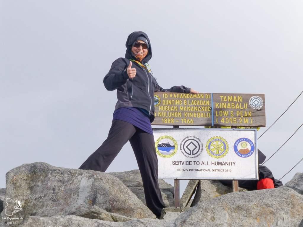 Au sommet du mont Kinabalu à Bornéo dans notre article Comment se préparer à la haute altitude pour éviter le mal des montagnes #montagne #hautealtitude #hautemontagne #maldesmontagnes #malaigudesmontagnes #randonnee #hautealtitude