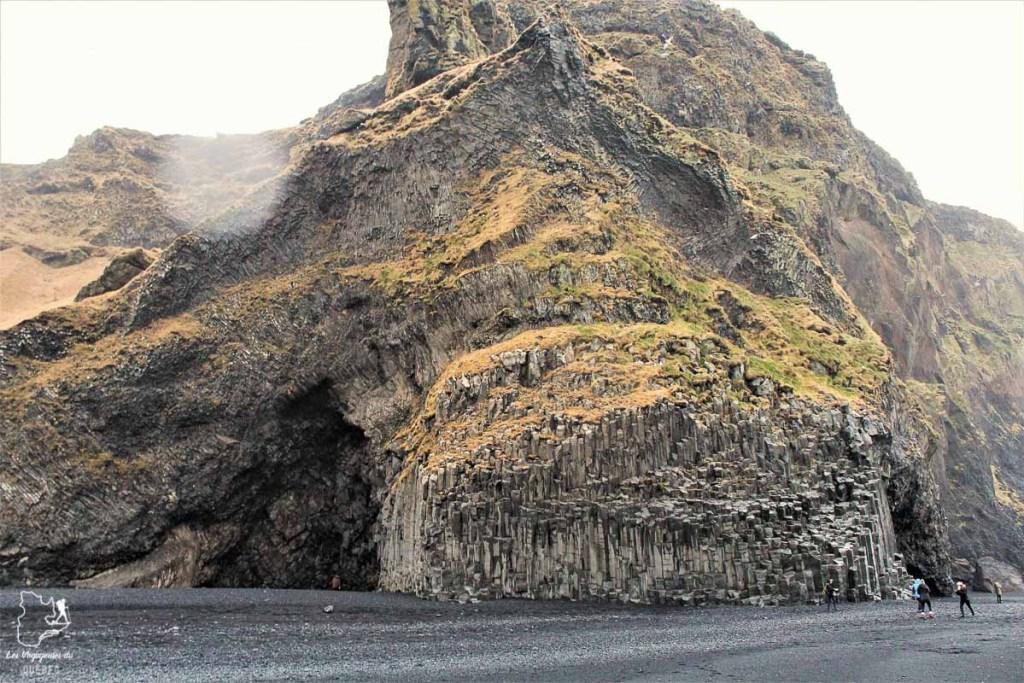 La plage de Reynisfjara en Islande dans notre article Visiter l'Islande : quoi faire et voir en 4 jours seulement #islande #europe #voyage