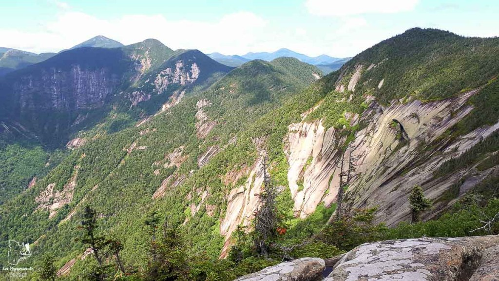 Sommet du Mont Pyramid dans les Adirondacks dans notre article Devenir un Adirondack 46er : Faire l'ascension des 46 plus hautes montagnes des Adirondacks #adirondack #adirondacks #46ers #46er #ADK46er #montagnes #usa #randonnee