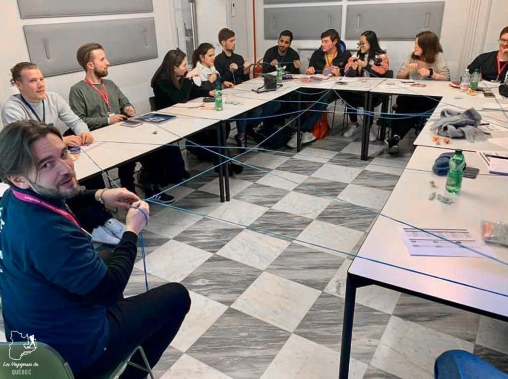 En classe lors de mon séjour linguistique en Italie dans notre article Séjour linguistique en Italie : Mon expérience d'immersion et de cours d'italien à Rome #italie #sejourlinguistique #immersion #coursitalien #rome