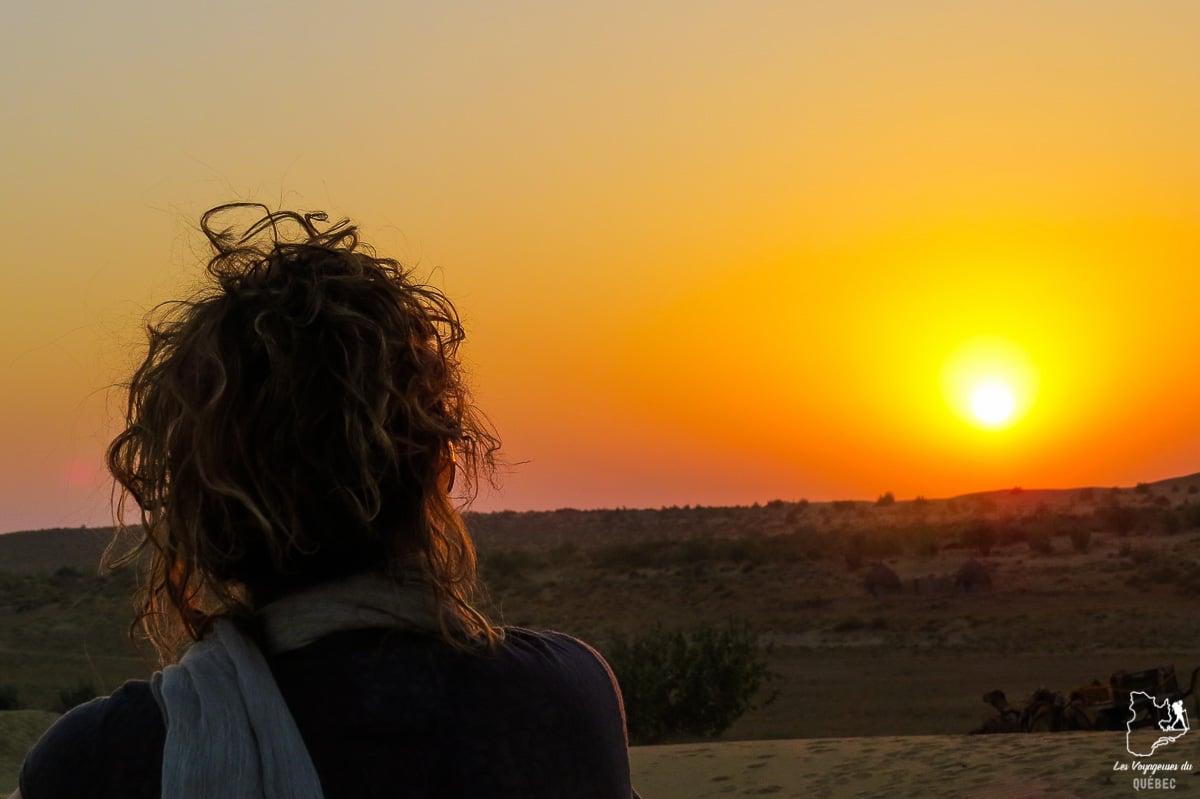Coucher de soleil dans le désert du Thar dans notre article Déserts du monde : L'expérience mystique du Sahara, Thar et Wadi Rum #deserts #desert #sahara #thar #wadirum #voyage