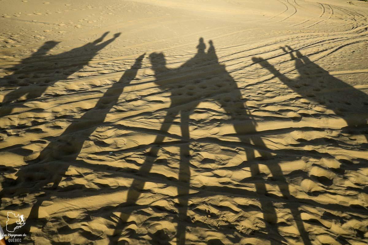 Promenade à dos de dromadaire dans le désert du Thar dans notre article Déserts du monde : L'expérience mystique du Sahara, Thar et Wadi Rum #deserts #desert #sahara #thar #wadirum #voyage