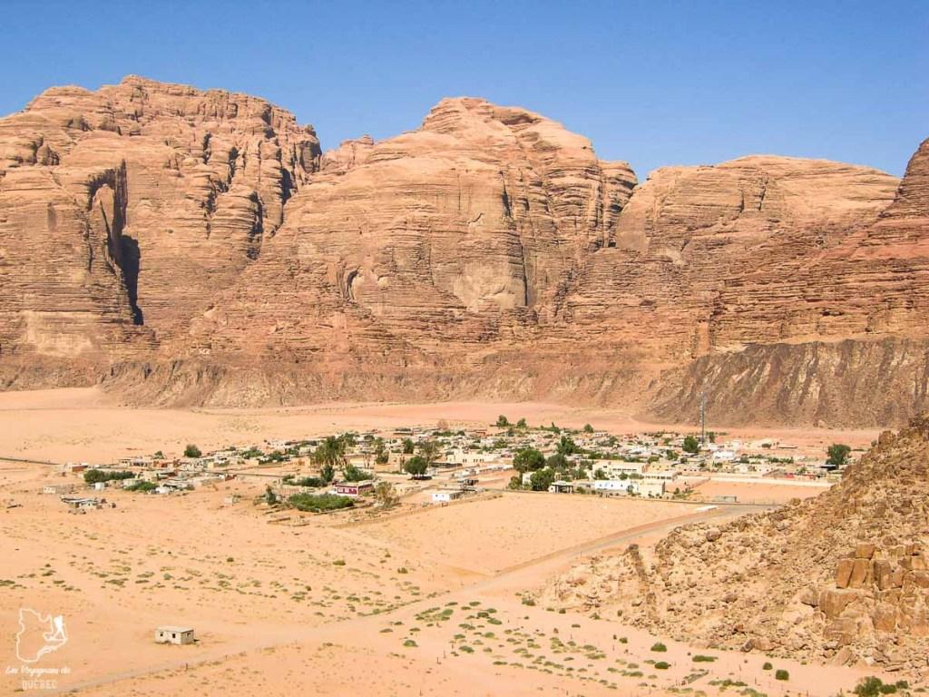 Wadi Rum village dans le désert du Wadi Rum dans notre article Déserts du monde : L'expérience mystique du Sahara, Thar et Wadi Rum #deserts #desert #sahara #thar #wadirum #voyage