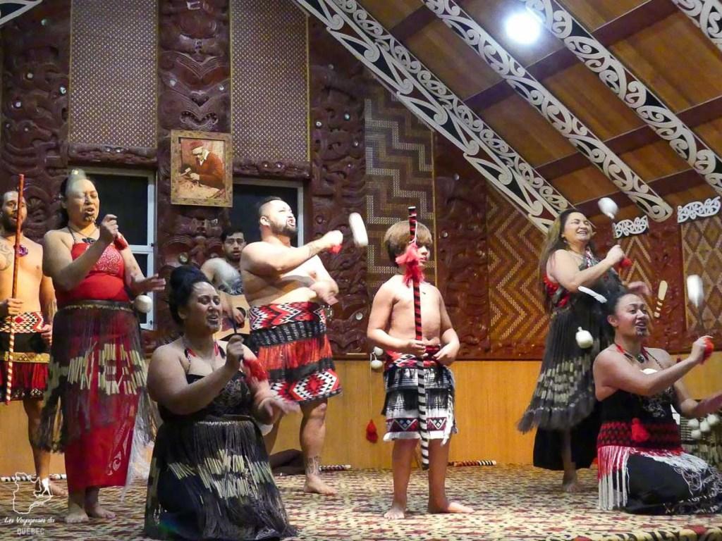 Village reconstitué Maori dans la région de Roturua en Nouzelle-Zélande dans notre article Trek en Nouvelle-Zélande : 5 randonnées à faire sur l'île du nord en Nouvelle-Zélande #trek #randonnee #iledunord #nouvellezelande #oceanie #voyage