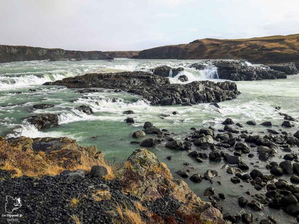 La chute Urridafoss en Islande dans notre article Une semaine en Islande : Mon expérience à visiter l'Islande en solo #islande #unesemaine #voyage #europe #voyageensolo