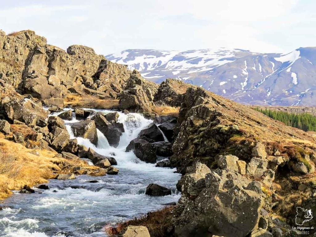 Chute Oxararfoss dans le parc national Thingvellir dans notre article Une semaine en Islande : Mon expérience à visiter l'Islande en solo #islande #unesemaine #voyage #europe #voyageensolo
