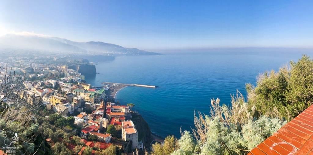 Visiter Sorrento depuis Naples vers la Côte Amalfitaine dans notre article Que faire à Naples en Italie et voir : Visiter Naples, Pompéi et la Côte Amalfitaine #naples #italie #europe #voyage #pompei #coteamalfitaine