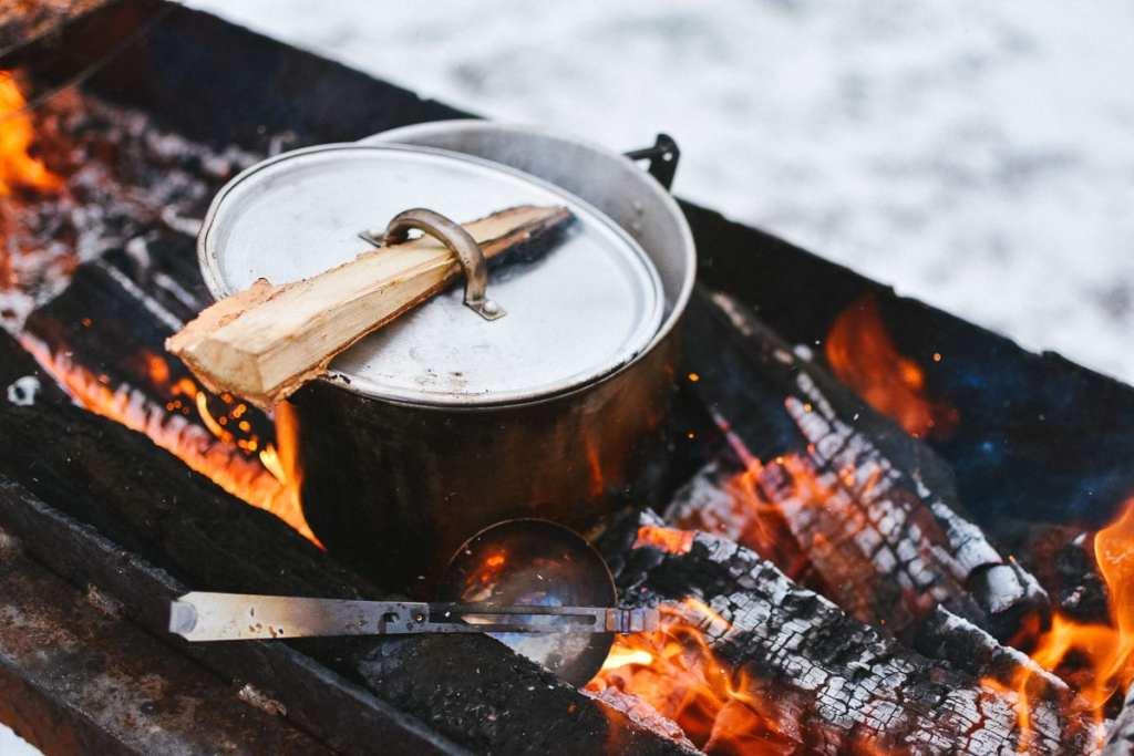 Préparation des repas pour le camping sauvage dans notre article Faire du camping sauvage: Trucs et astuces pour du camping sauvage de luxe réussi #camping #campingsauvage #quebec