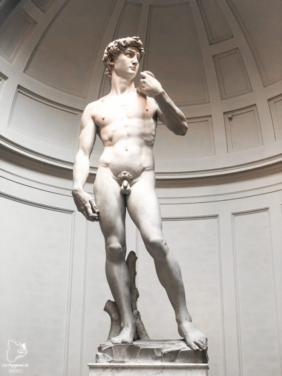 Statue de David à Galleria dell'Accademia à Florence dans notre article Visiter la Toscane en Italie : Mes incontournables de que faire et voir en 10 jours #toscane #italie #europe #voyage #itineraire #florence