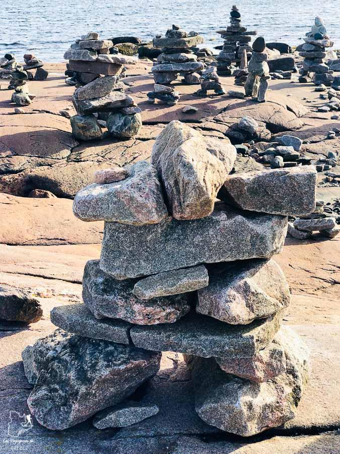 Inukshuks de la Baie Joahn-Beetz dans notre article Road trip sur la Côte-Nord au Québec : Itinéraire voyage de 10 jours en van #cotenord #quebec #bonjourquebec #canada #roadtrip #voyage