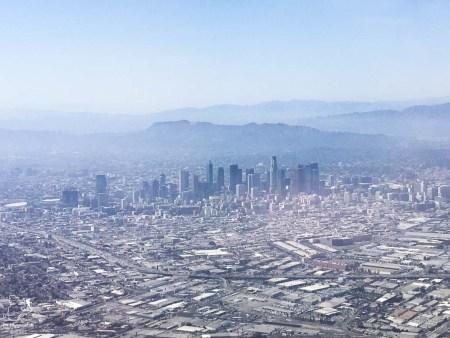 Los Angeles vue du ciel dans notre article Visiter Los Angeles aux USA : Que voir et que faire à Los Angeles en 3 jours #losangeles #californie #usa #etatsunis #voyage