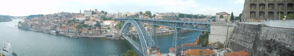 Pont Dom Luis à Porto dans notre article Visiter Porto au Portugal et la Vallée du Douro : Que faire en 7 incontournables #porto #valleedudouro #portugal #europe #voyage