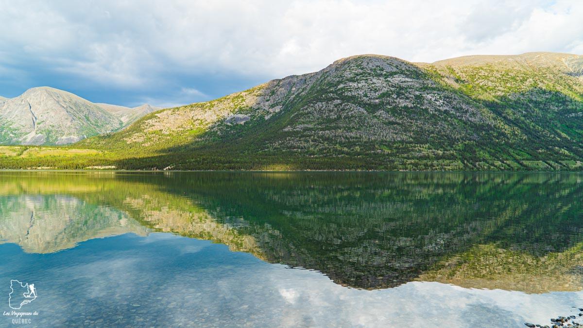 Kusawa Lake au Yukon au Canada dans notre article Mon road trip au Yukon au Canada : 12 jours de liberté en truck camper au gré du vent #yukon #canada #roadtrip #voyage