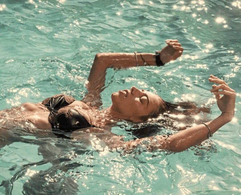 Piscine à l'eau de mer en thalassothérapie en Gaspésie dans notre article Randonnée et thalassothérapie à Carleton-sur-Mer : combiné rando et bien-être en Gaspésie #thalassothérapie #cure #randonnee #carletonsurmer #gaspesie #quebec #bienetre