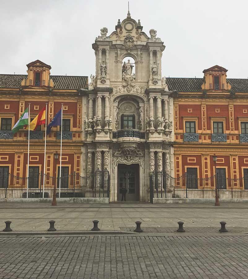 Place d'Espagne à Séville dans notre article Voyage au sud de l'Espagne : Itinéraire de 2 semaines à visiter en mode backpack #espagne #sudespagne #malaga #seville #grenade #europe #voyage #itineraire #backpack