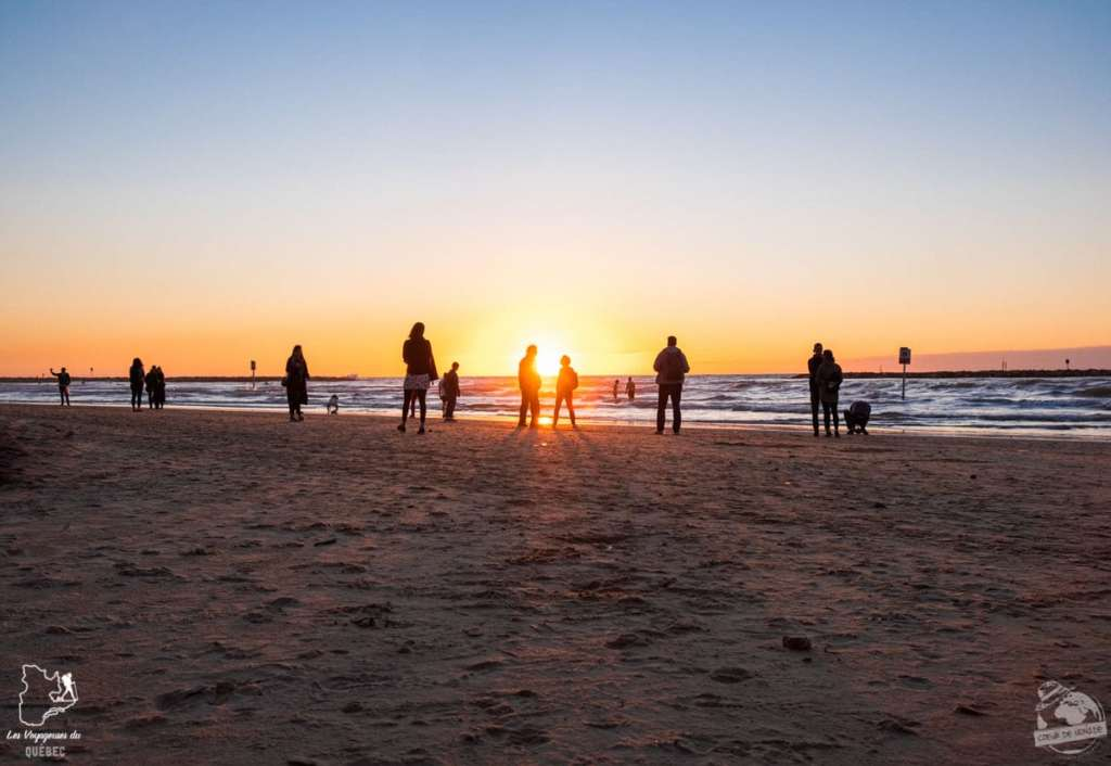 Contempler le coucher de soleil sur la plage de Tel Aviv en Israël dans notre article Noël en Terre sainte : 9 jours à visiter Israël et la Palestine durant les fêtes #noel #terresainte #israel #palestine