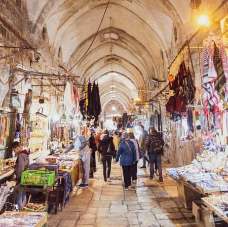 Marché intérieur de la vieille ville de Jérusalem en Israël dans notre article Noël en Terre sainte : 9 jours à visiter Israël et la Palestine durant les fêtes #noel #terresainte #israel #palestine