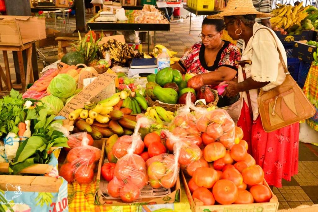 Visite des marchés locaux en Martinique dans notre article Que faire en Martinique : 10 incontournables à visiter sur l'île aux fleurs #martinique #france #caraibes #antilles #amerique #voyage #ile