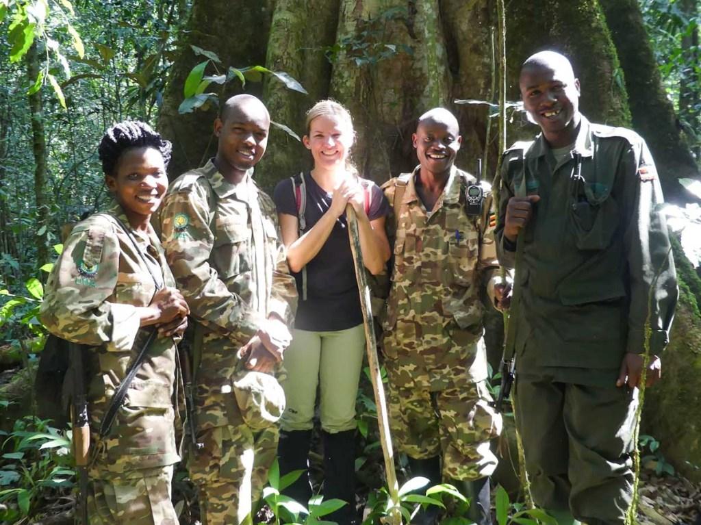 Guides pour observer les singes en Ouganda dans notre article Observation des gorilles de montagne en Ouganda à la Bwindi impenetrable forest #ouganda #gorille #singe #afrique #voyage #safari
