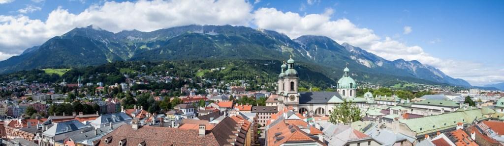 Panorama depuis le Stadtturm, la tour d'Innsbruck dans notre article Petit guide pour visiter Innsbruck en Autriche : Que faire à Innsbruck en un jour #Innsbruck #autriche #europe #voyage