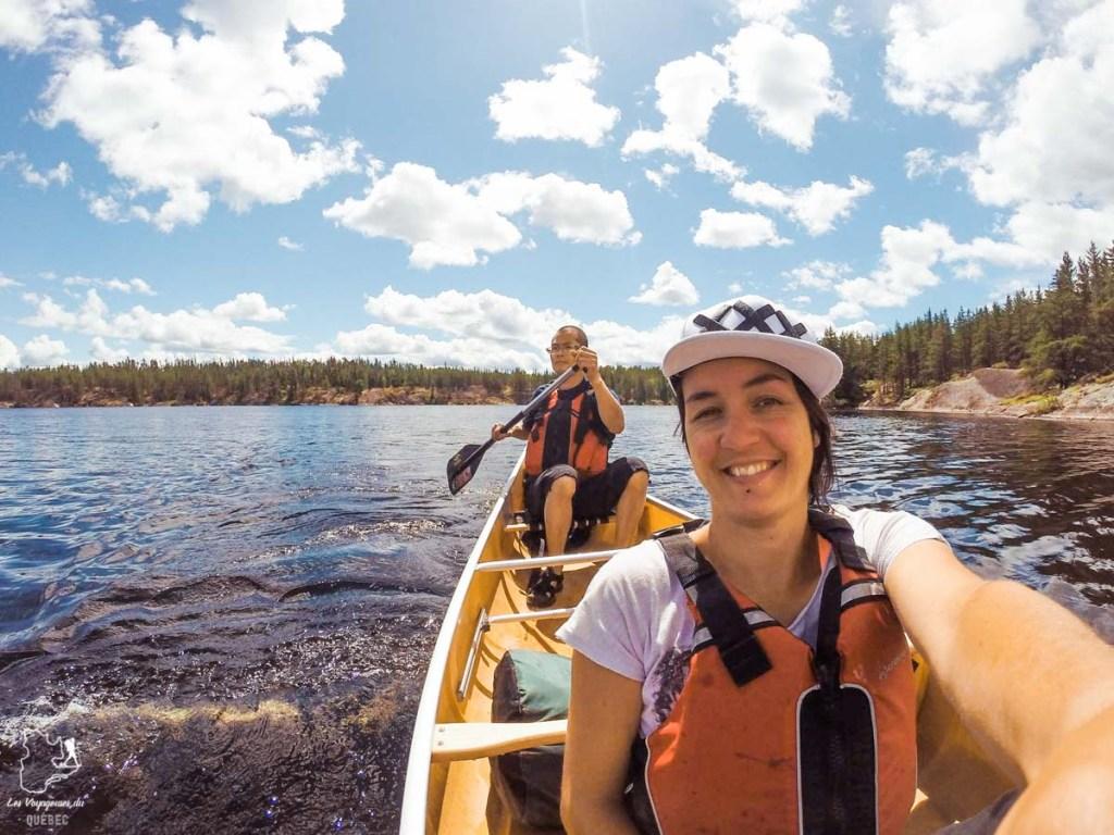 En canoë au Manitoba avec des locaux dans les Rocheuses dans notre article Visiter le Canada autrement : Ma traversée du Canada hors des sentiers battus #canada #roadtrip