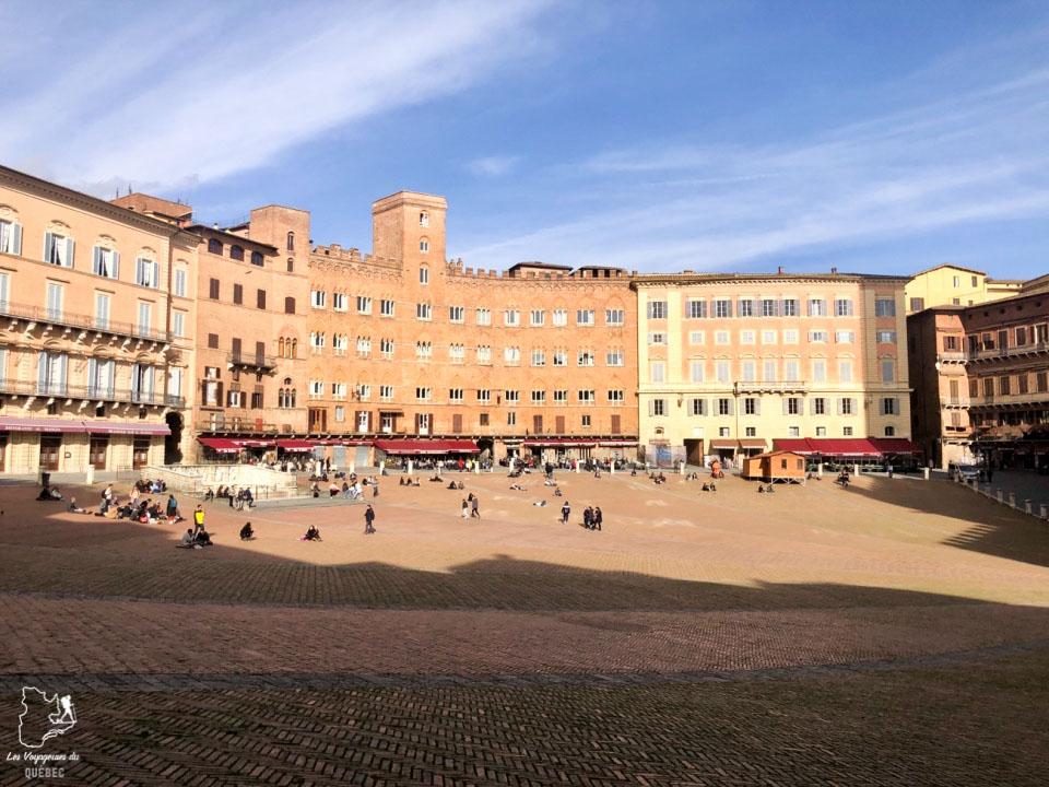 La Piazza del Campo à Sienne en Italie dans notre article Visiter Sienne en Toscane en Italie en 10 incontournables et adresses foodies #italie #sienne #toscane #voyage