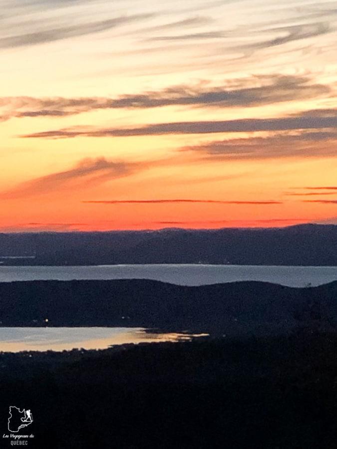 Coucher de soleil depuis le géodôme sur le Mont St-Joseph à Carleton-sur-Mer en Gaspésie dans notre article Nuit en montagne: 5 endroits où dormir au sommet d'une montagne au Québec #quebec #montagne #sommet #hebergement