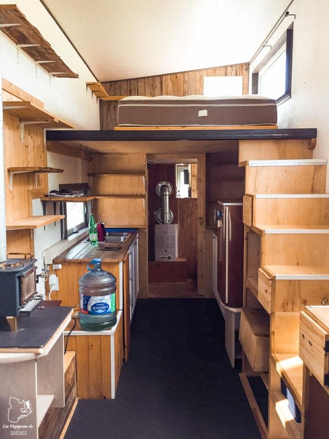 L'intérieur de la micro-maison près d'Ottawa dans notre article Visiter le Canada autrement : Ma traversée du Canada hors des sentiers battus #canada #roadtrip
