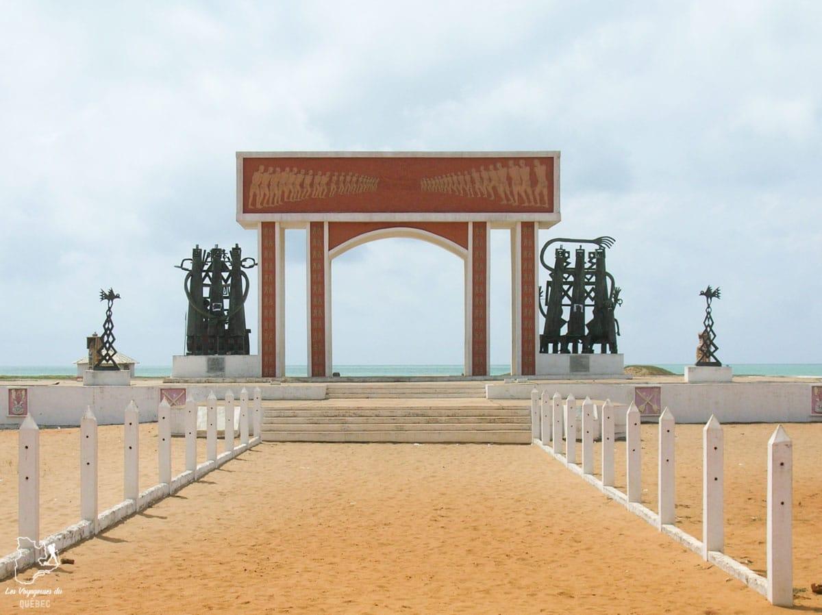 Porte du Non-Retour à Ouidah dans notre article Voyage au Bénin: Le Bénin en Afrique en 8 incontournables à visiter #benin #afrique #voyage