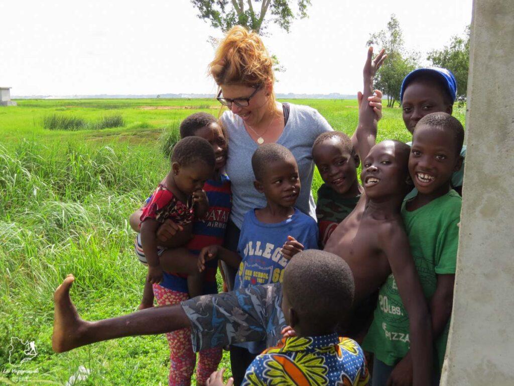 Rencontre avec des enfants au Bénin dans notre article Voyage au Bénin: Le Bénin en Afrique en 8 incontournables à visiter #benin #afrique #voyage