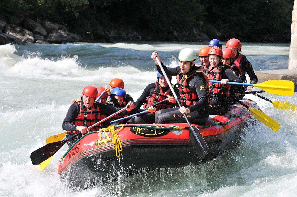 Rafting sur la rivière Jacques-Cartier au Québec dans notre article 6 activités à faire au Québec pour les amatrices de sensations fortes #activites #quebec #canada #sportextreme #adrenaline