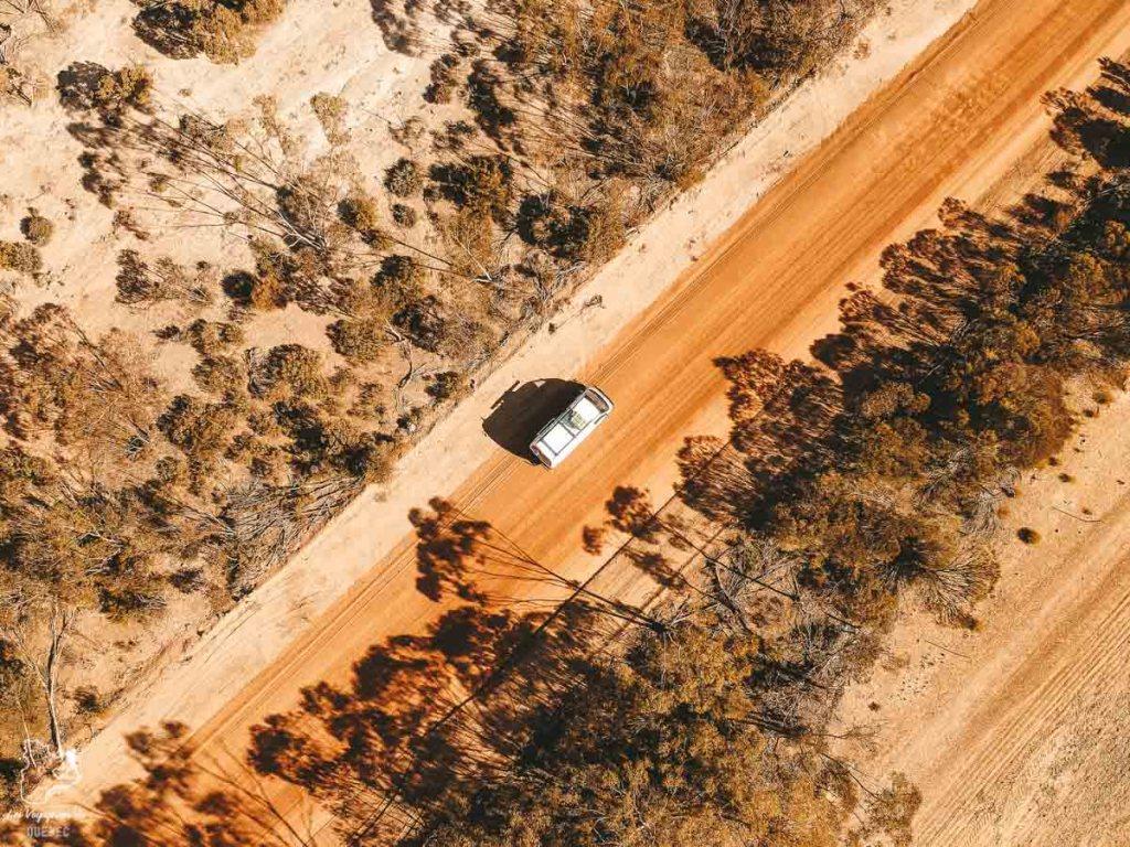 Road trip en van dans le désert en Australie dans notre article Tout savoir pour préparer son road trip en van en Australie #australie #roadtrip #van #voyage